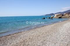 Пляж пансионата «Бургас» в Сочи